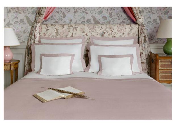 Parure-de-lit-london-satin-de-coton-ivoire-bois-de-rose-ambiance-photo-marie-de-fels